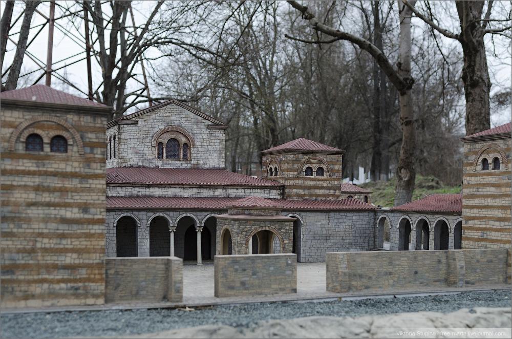 Уваровская базилика в Херсонесе (реконструкция). Парк миниатюр в Бахчисарае.