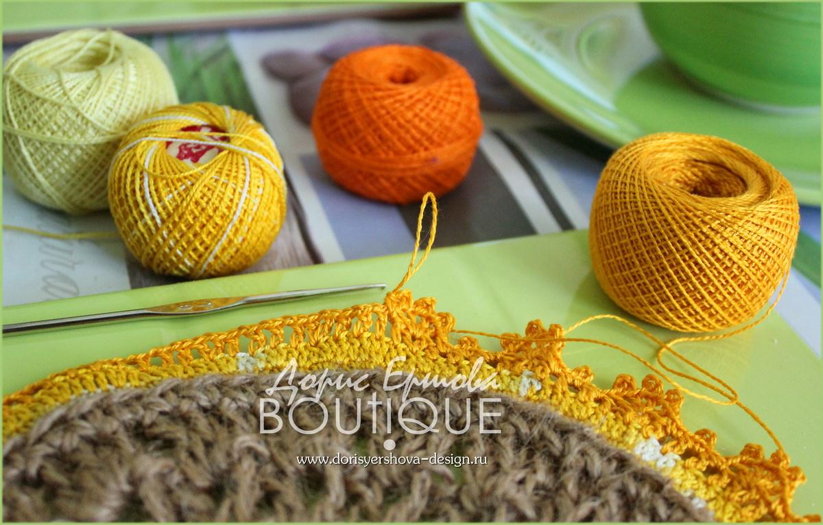 салфетки из джута с цветным кружевом, вязанное крючком кружево, подложки для горячего на кухню из джута, джут, декор, домашний декор, фито и дизайн Дорис Ершовой, зеленый, оранжевый, желтый, jute cloth with colored lace, knit crochet lace, substrate hot in the kitchen of jute, jute, decor, home decor, and phyto design by Doris Ershova, green, orange, yellow, клубки, нитки