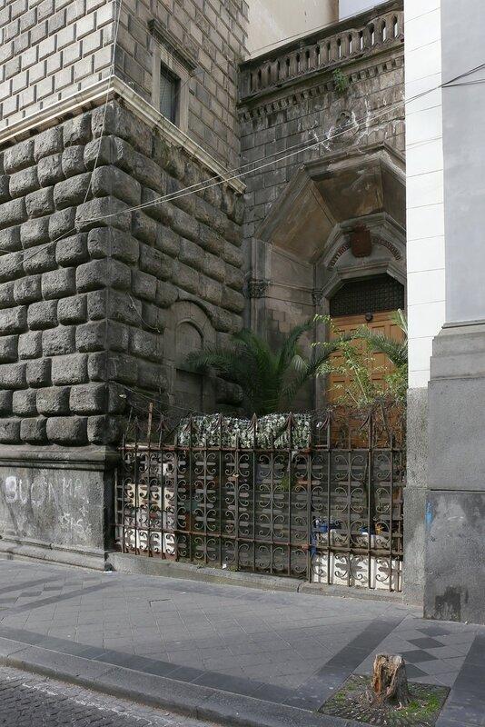 Неаполь. Дворец Куомо (Palazzo Cuomo)