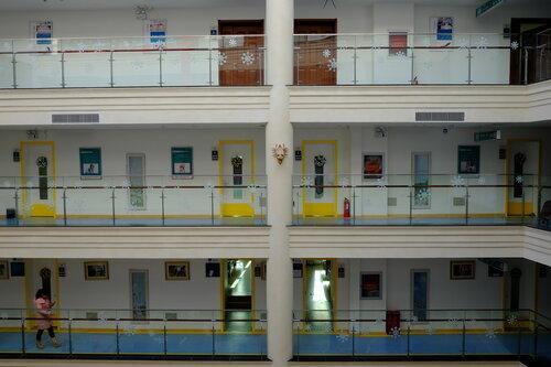 Внутри основного здания - палаты