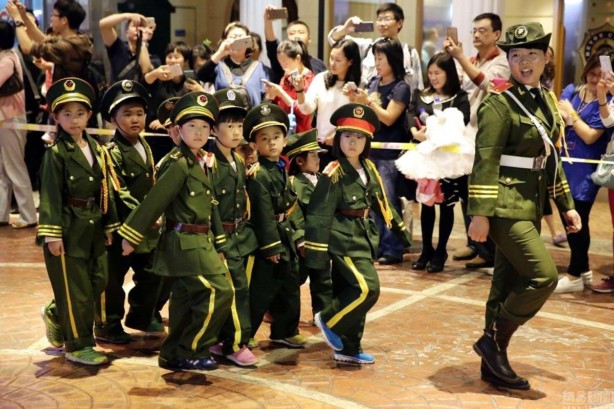 Равняйсь, смирно!: Детский Парад Победы в Пекине (1)
