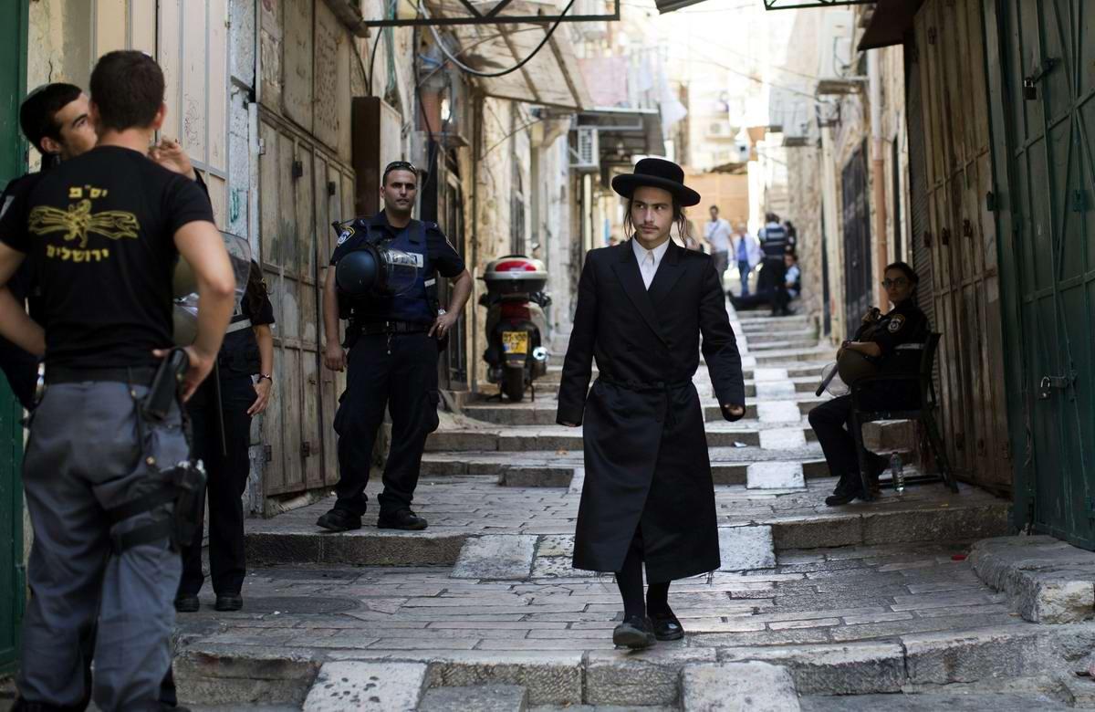 В темном переулке Иерусалима: Еврейский ультраортодокс и полицейские
