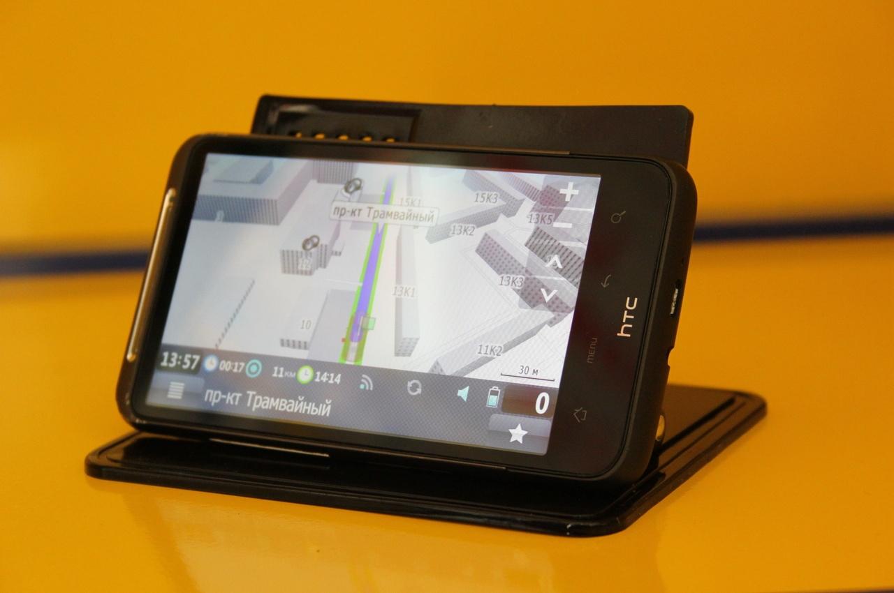 Смартфон с навигационной программой