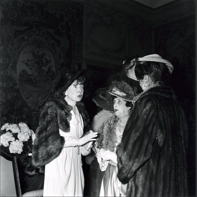 1949. Открытие галереи Шарпантье в Париже