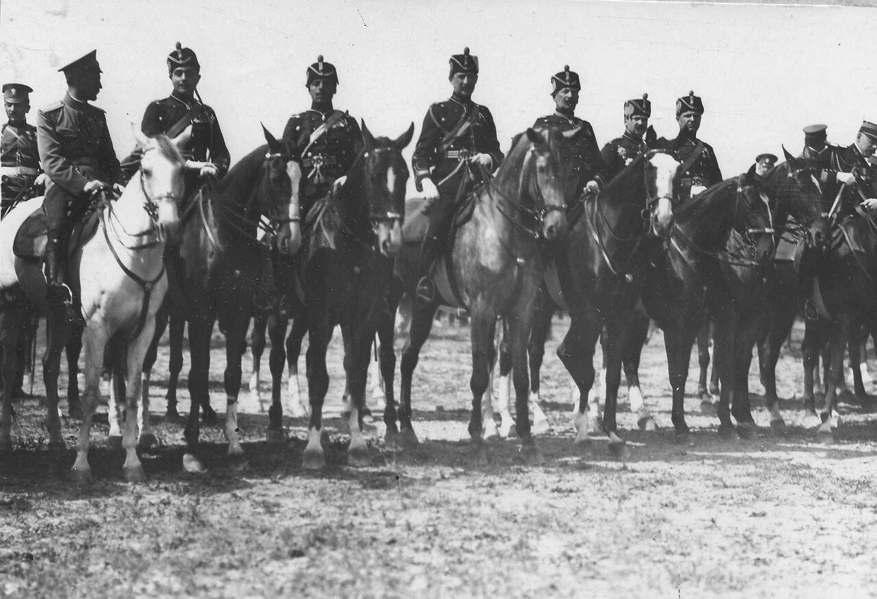 106. Конные офицеры - представители иностранных военных миссий на параде войск