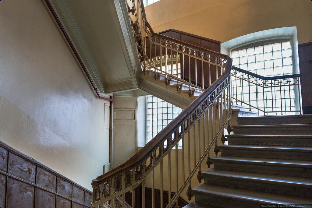 Лестница в здании кондитерской фабрики «Эйнемъ»
