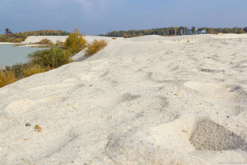 В песчаном карьере