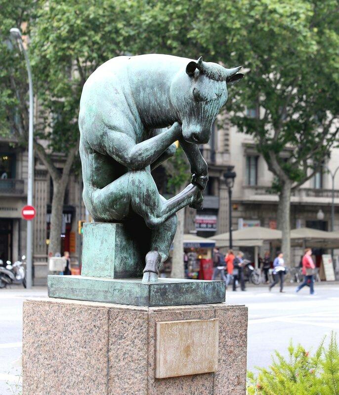 Barcelona. Sculpture 'bull-thinker'