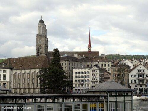 20. DSC00412 Вид на башни собора Гроссмюнстер.JPG