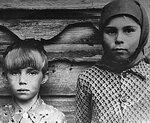 Валя Теличкина со старшей сестрой