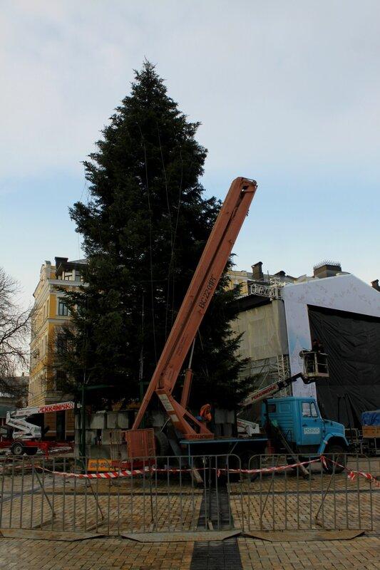 Монтаж главной ёлки Киева 2015