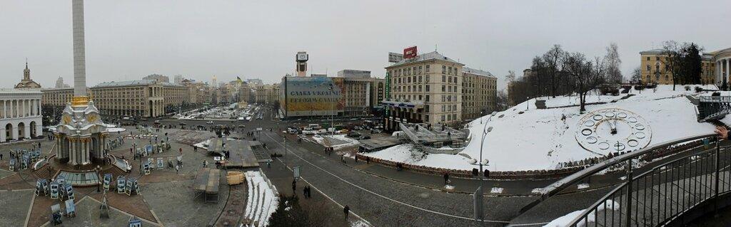 Панорама улицы Институтской и Майдана