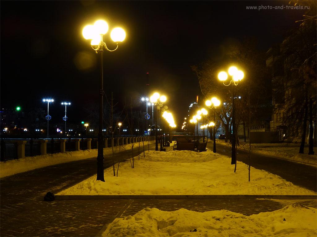 Фото 4. Аллея на набережной Верх-Исетского пруда в Екатеринбурге. 100, 9.15 (51), 8, 1. Снято на Sony DSC.