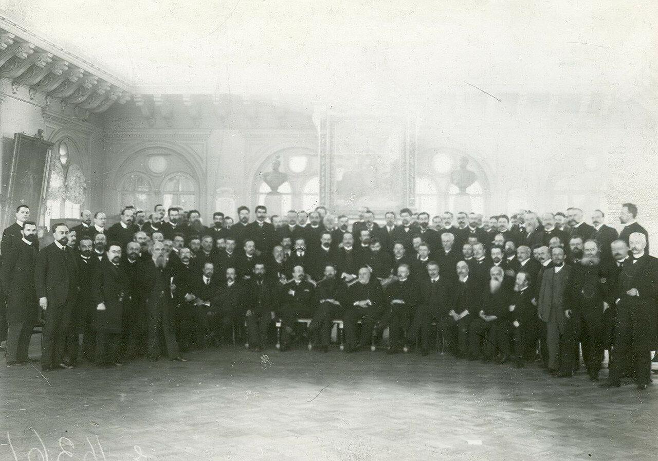 Группа депутатов Второй Государственной думы в зале городской думы