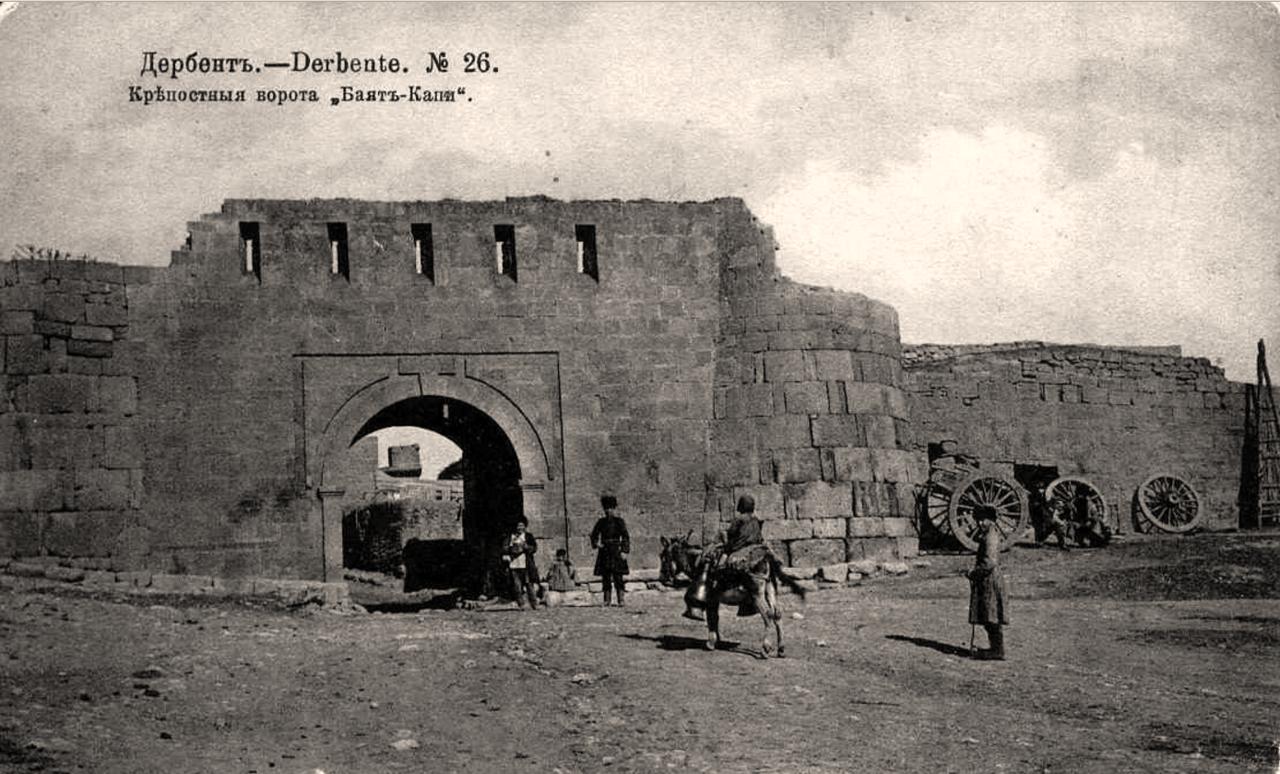 Крепостные ворота Баят-Капи