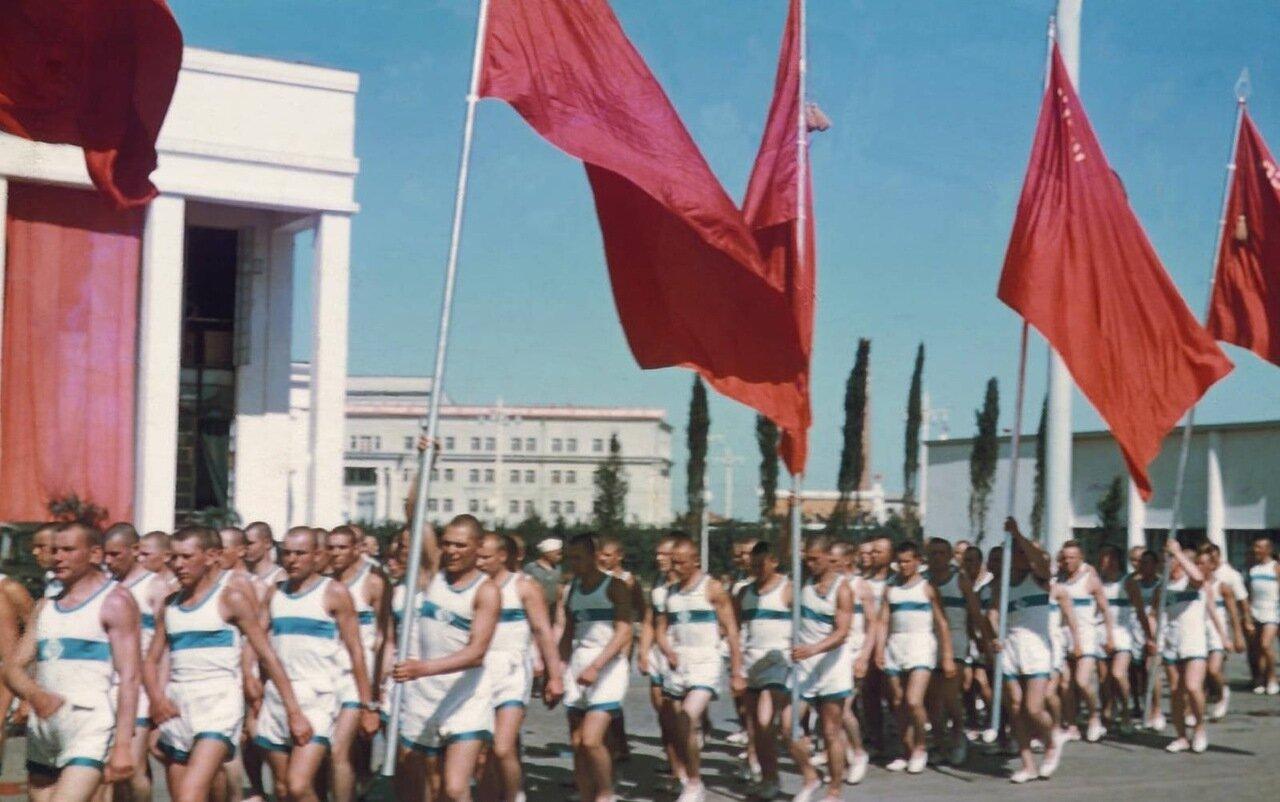 Спортсмены на параде