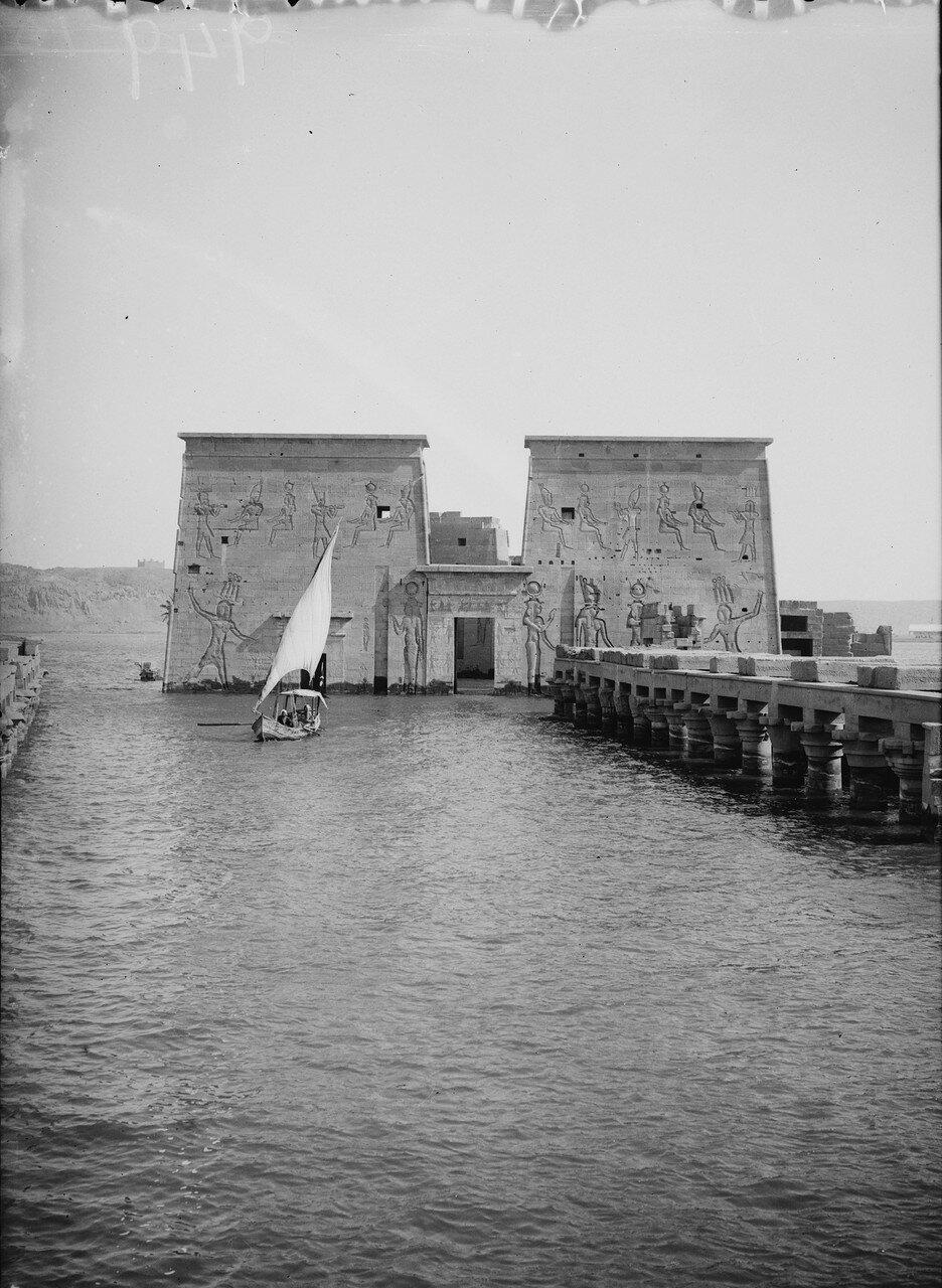 Филе. Вид Первого пилона храма Исиды