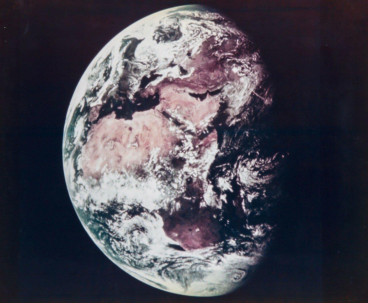 1969. Земля в иллюминаторе