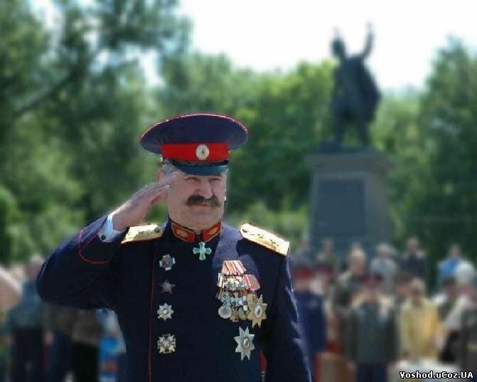 Ряженый атаман казак Козицын увешанный чужими наградами 3.jpg