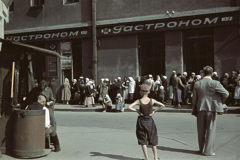 Очередь за продуктами в оккупированном Харькове