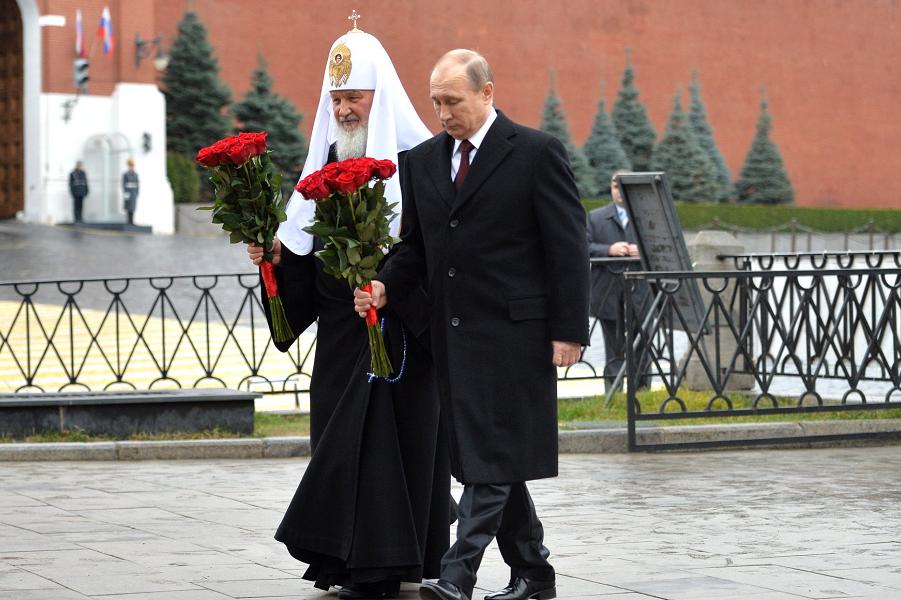 Возложение цветов к памятнику Минину и Пожарскому, 4.11.15.png