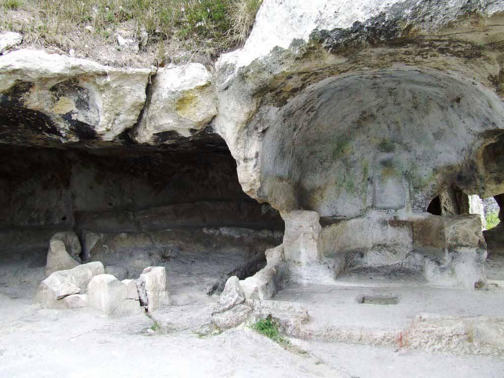 В пещерном городе Эски-Кермен