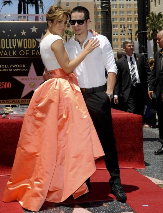 Звезда Дженнифер Лопес на Аллее славы Голливуда стала 2500 й