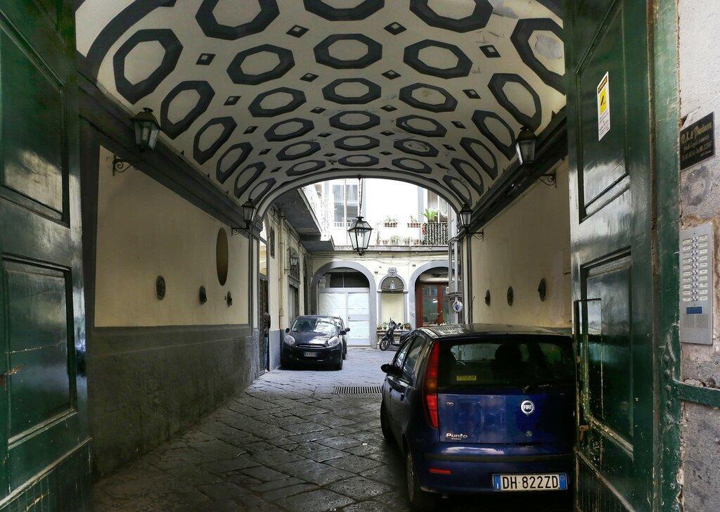 Неаполь. Улица Толедо (Via Toledo)