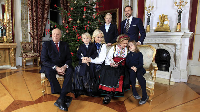 Норвегия. Королевская семья готовится к Рождеству.