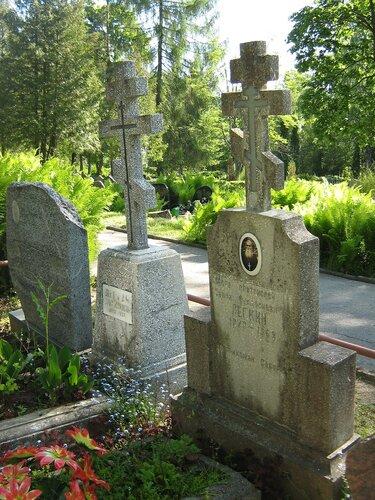 Могилы прот. Саввы Лёгкого и его матушки на Речном кладбище г. Резекне.