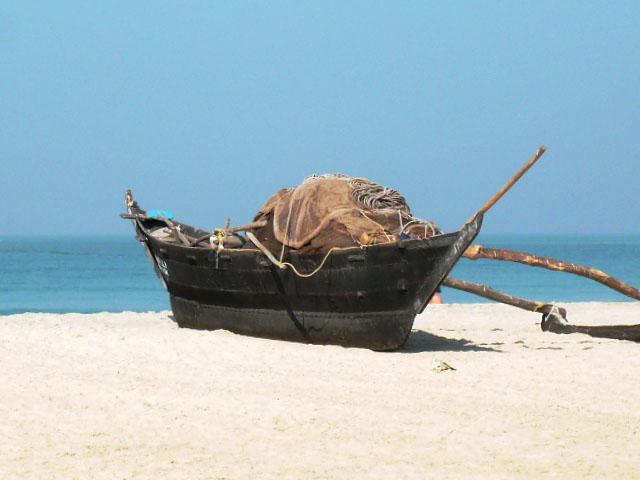 Фото 11. Лодка на пляже в Гоа