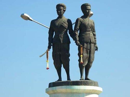 памятник героиням.jpg