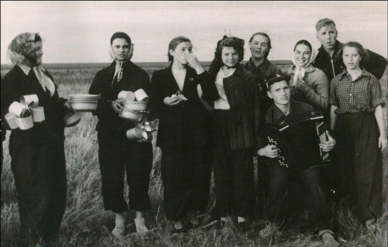 1941. Сотрудники биологического факультета Пермского Государственного университета в экспедиции