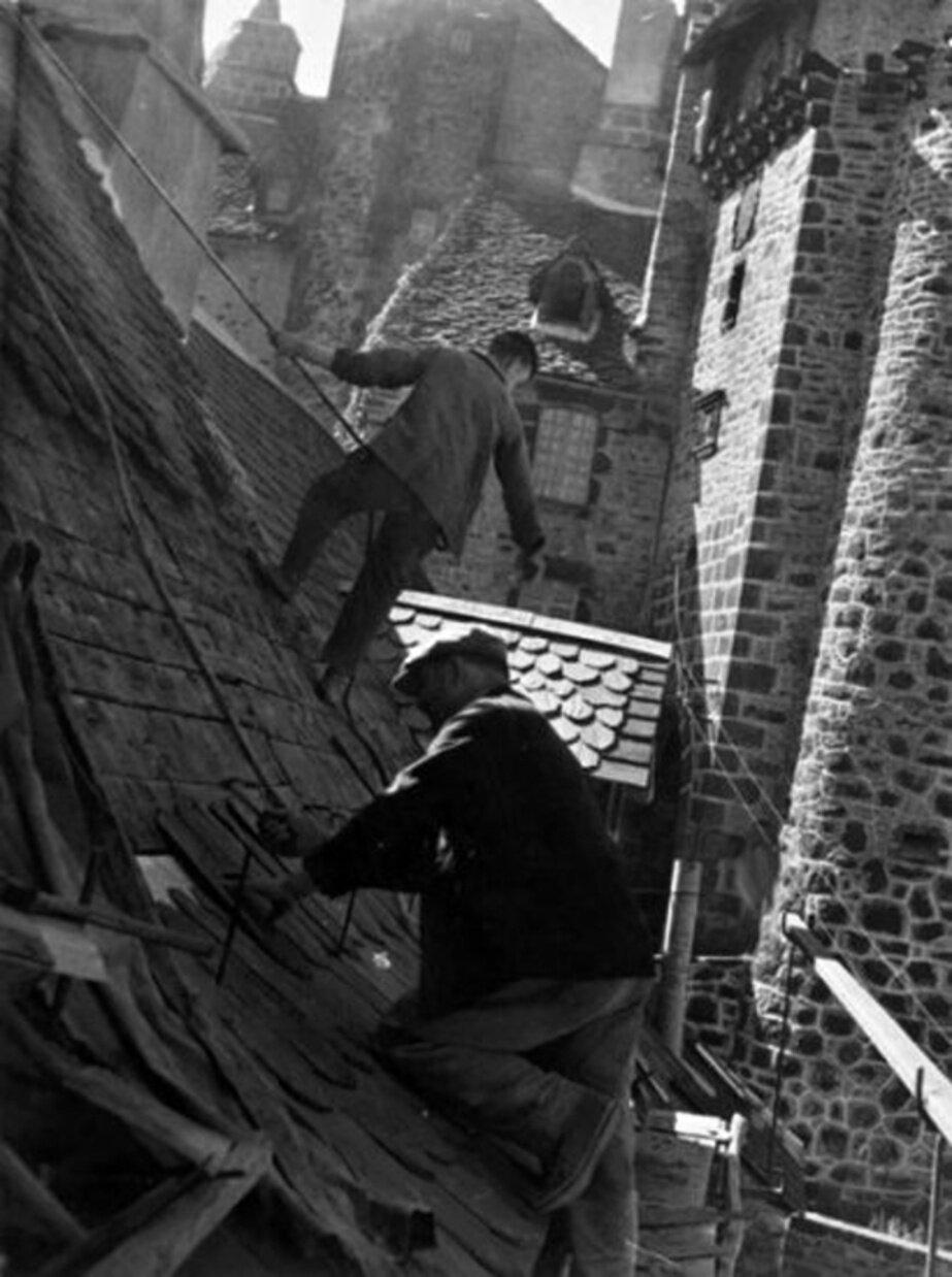 1949. Укладка черепицы в Оверне