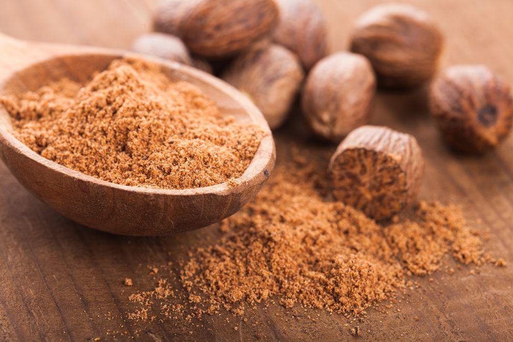 9. Мускатный орех Яд: миристицин — психотропное вещество, снижающее способность клеток мозга к перед