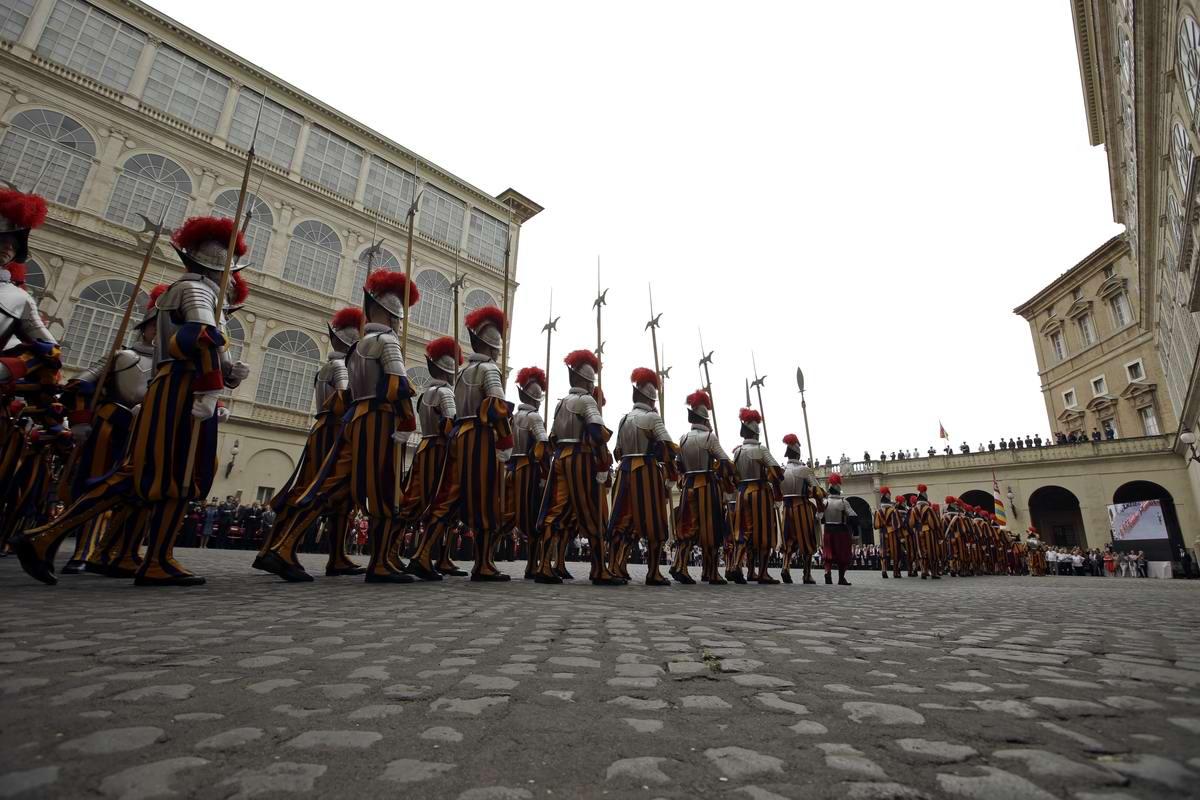 Швейцарская гвардия Ватикана: Новобранцы присягают на верность Папе Римскому (11)