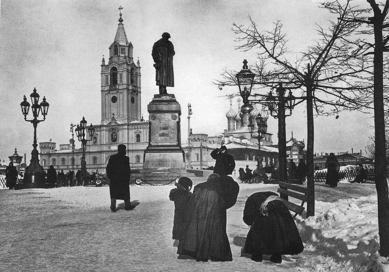25. Пушкинская площадь