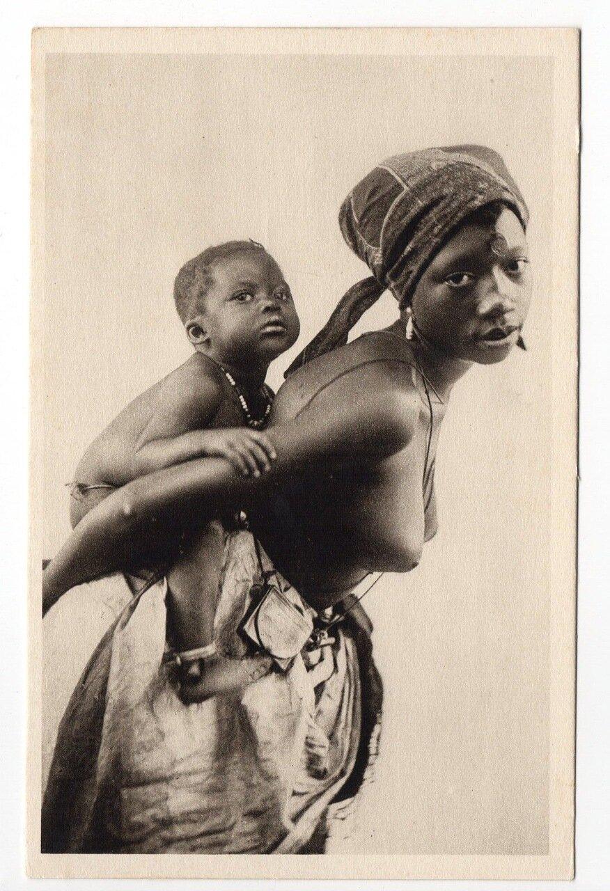 Сенегал. Мать с ребенком