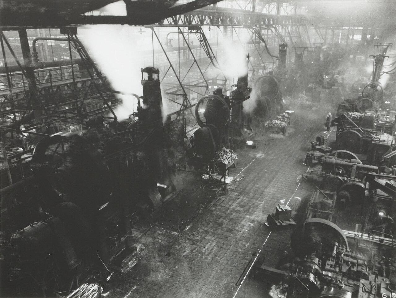 1936. Прессы на заводе Рено