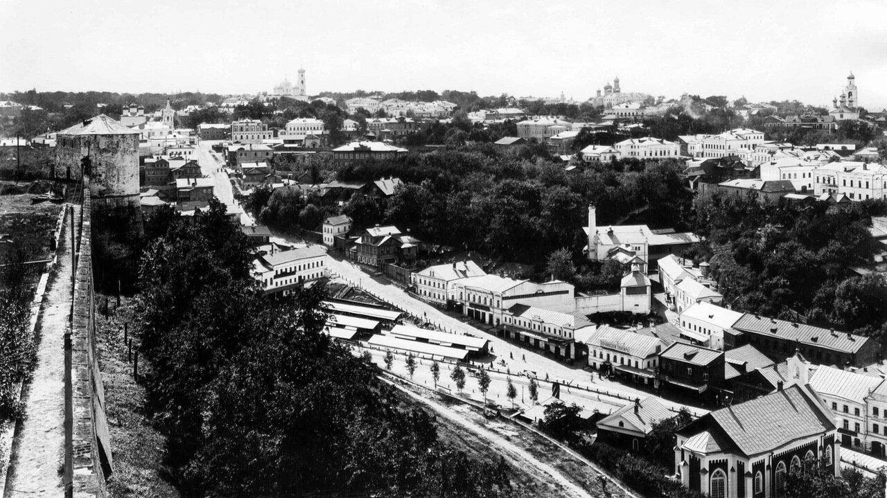 Улица Почаинская. Вид на Успенскую гору