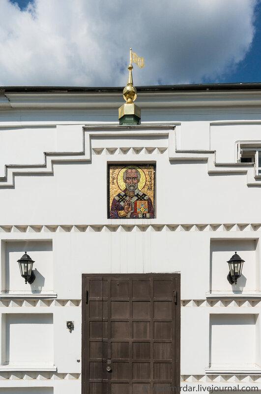 Мозаичная икона святителя Николая. Братский корпус. Свято-Екатерининский монастырь.
