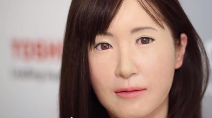 Робот - женщина в токийском универмаге