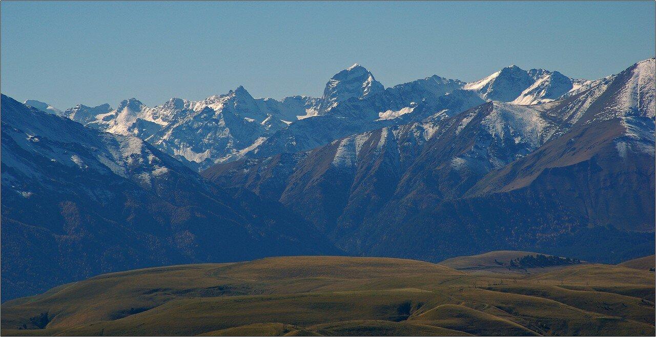 Вид на горы с плато Бечасын