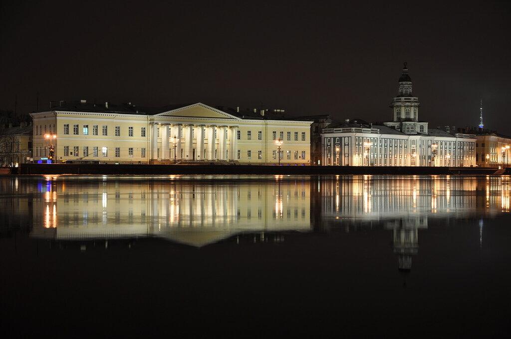 Здание Академии наук и Кунсткамеры