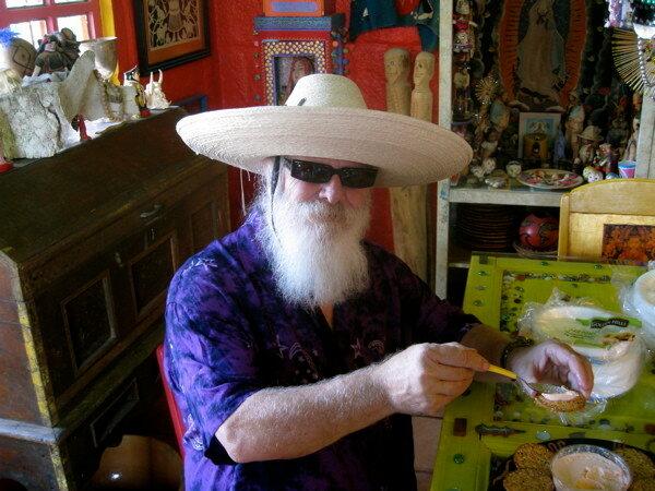 Его Теория — Цветной Хаос. Мексиканский художник Анадо Маклохлин