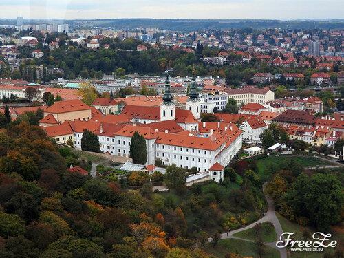Вид с Петршина, Страговский монастырь