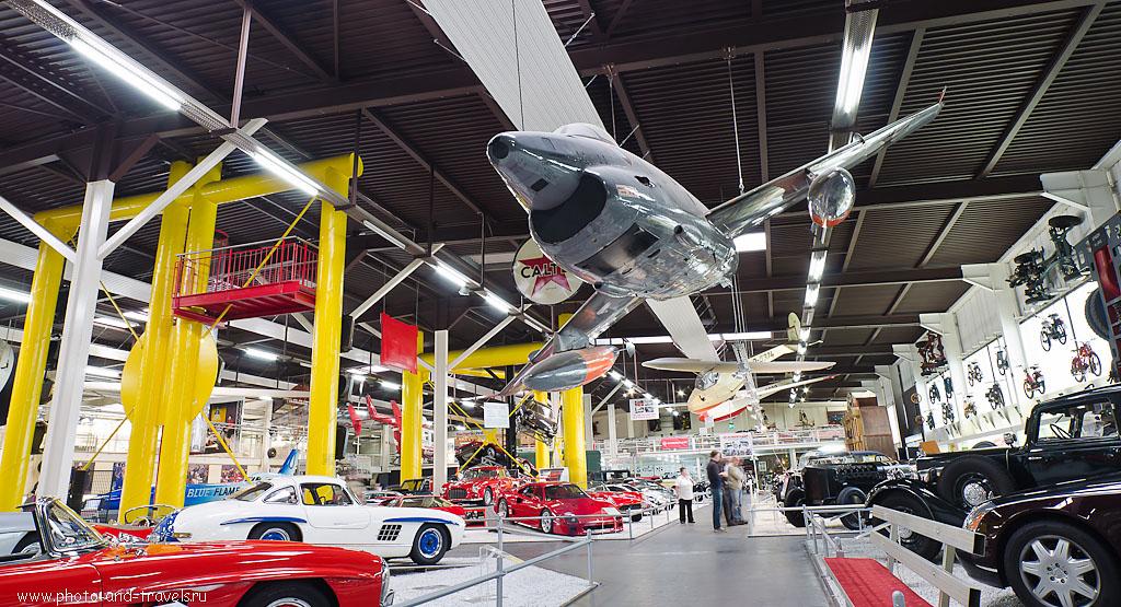 18. Экспозиция музея автомобилей и техники расположена под открытым небом и внутри помещений