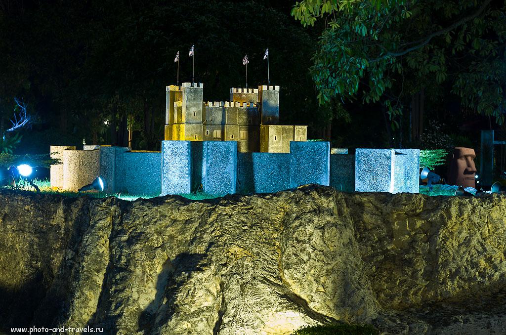 """21. Замок из Шотландии... На дальнем плане - идол с острова Пасхи. Рассказ о посещении парка миниатюр """"Мини Сиам"""" в Паттайе. Отзывы россиян об отдыхе в Таиланде."""