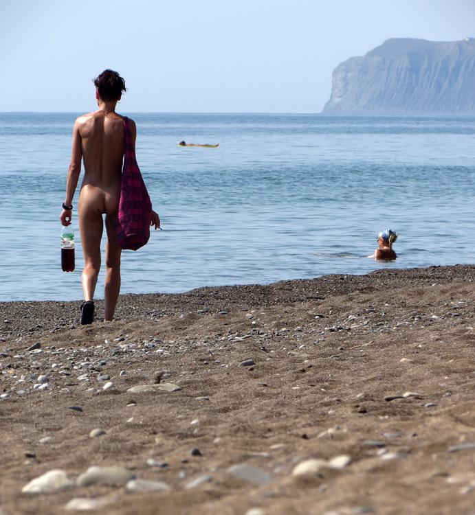 Мальчики голышом на пляже 7