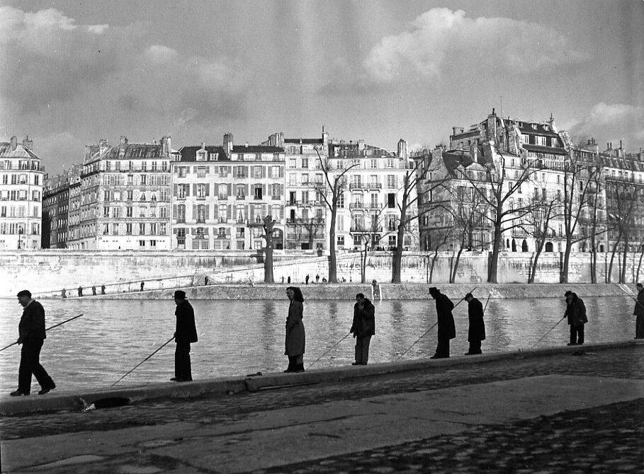 1951. Рыбаки на берегу Сены